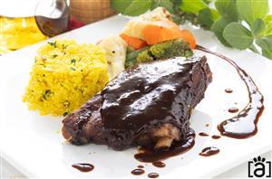Costelinha Laqueada ao Molho Barbecue, Couscous Marroquino com Castanha do Pará e Mix de Legumes no Vapor