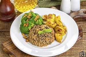 Quinoa com Shitake, Batata Doce com Ervas Finas e Brócolis ao Azeite e Alho